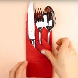 Θήκη για μαχαιροπίρουνα με χαρτοπετσέτες!